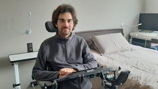 Thibault, paralysé a remarché grace à un exosquelete. (SEBASTIEN BAER / RADIO FRANCE)