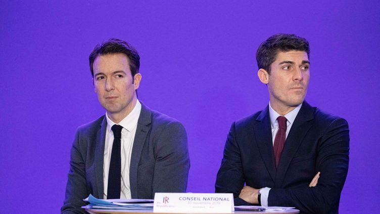 Guillaume Peltier et Aurélien Pradié le 30 novembre 2019 à Paris lors d'un Conseil national Les Républicains (CHRISTOPHE MORIN / MAXPPP)