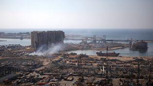 Une vue du port de Beyrouth (Liban), deux jours après les explosions qui ont dévasté la ville. (PATRICK BAZ / AFP)