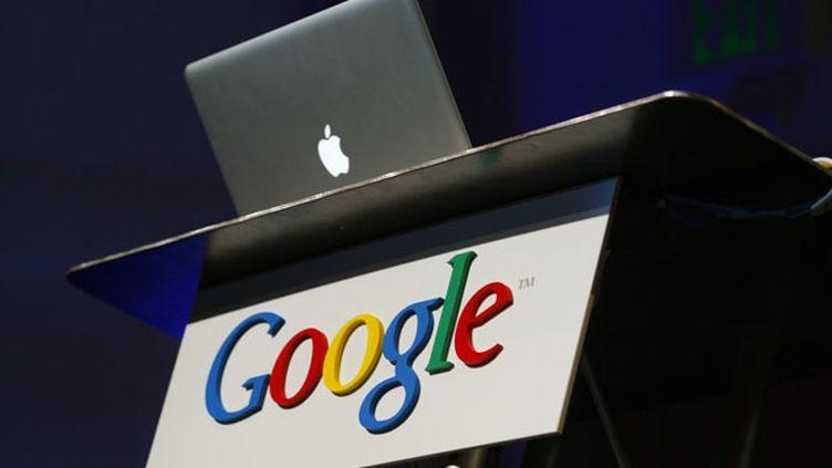 (Apple et Google sont engagés dans une bataille de communication concernant la vie privée © REUTERS/Robert Galbraith)