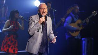 Le chanteur Michel Fugain aux Folies Bergères le 7 mars 2015. (THOMAS SAMSON / AFP)