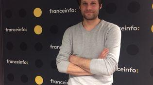 """Alexis Michalik, """"L'homme aux dix Molière"""", était l'invité de franceinfo. (RADIO FRANCE / SOPHIE BRIA)"""