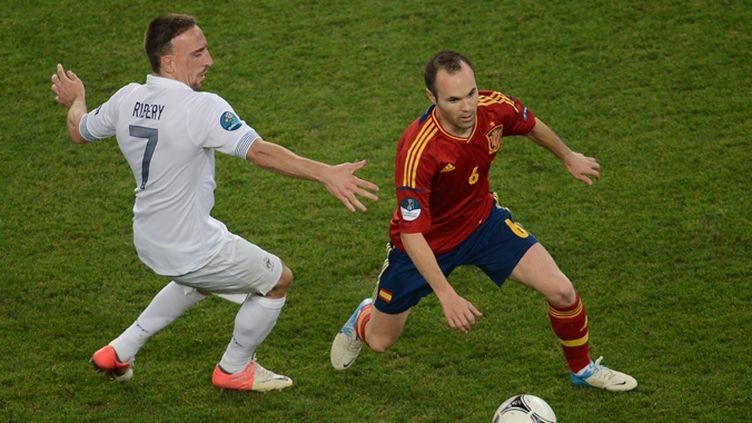 Ribéry à la lutte avec Iniesta lors de France-Espagne