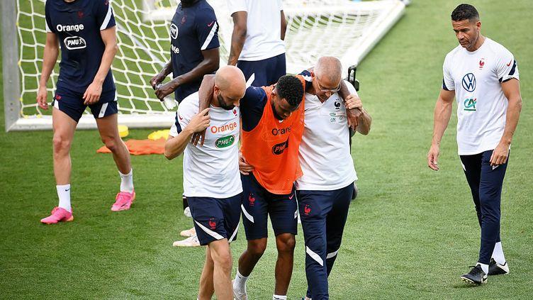 Thomas Lemar, touché à l'entraîneur de l'équipe de France, le 24 juin 2021. (FRANCK FIFE / AFP)