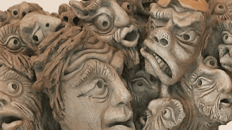 Robert Lerivrain tente de saisir toute la complexité et les mouvements du visage.  (France 3 Culturebox (capture d'écran))