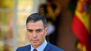Le Premier ministre espagnol, Pedro Sanchez, lord d'une conférence de presse à Madrid, le 8 octobre 2021. (GABRIEL BOUYS / AFP)