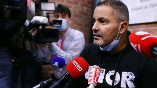 Aprèss'être longuement exprimé devant la presse, le mercredi 20 octobre, Mustapha Zouaoui a présenté ses excuses à Valbuena et Karim Zenati, un ami d'enfance de Benzema. (THOMAS SAMSON / AFP)