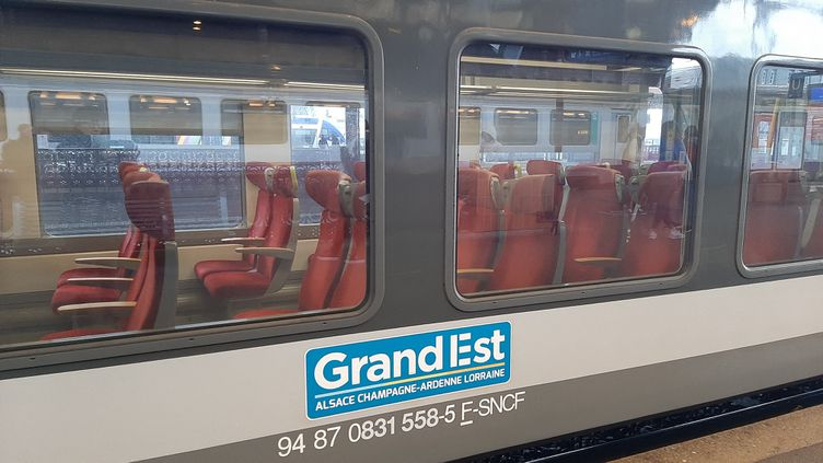 Un TER Grand-Est en gare de Strasbourg (illustration). (CORINNE FUGLER / RADIO FRANCE)