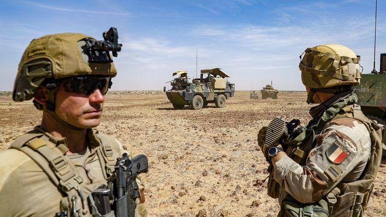 Des soldats français dans le Sahel en 2020. (FREDERIC PETRY / HANS LUCAS)
