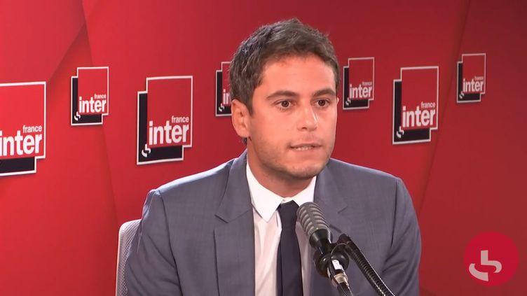 Gabriel Attal, porte-parole du gouvernement, invité de France Inter lundi 21 septembre 2020.  (FRANCE INTER / RADIO FRANCE)