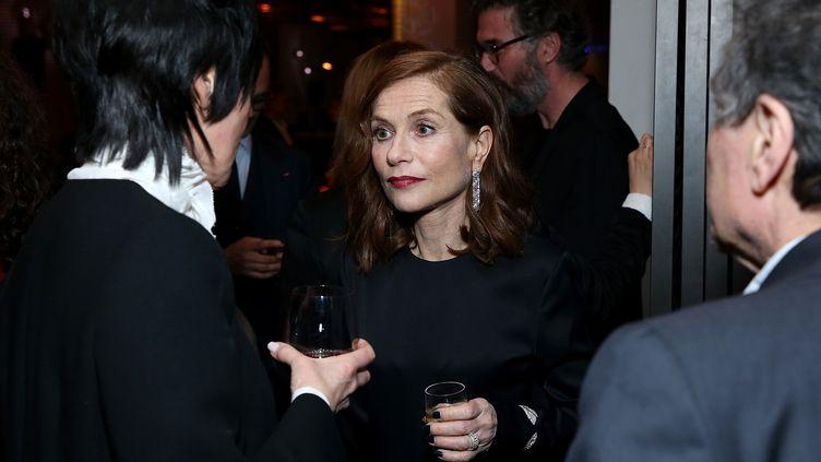 L'actrice française Isabelle Huppert lors du diner pré-Oscars, le 25 février 2017, à Los Angeles. (PHILLIP FARAONE / AFP)