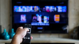 """Le nouvel accord sur la """"chronologie des médias"""" ne changera qu'à la marge les délais de disponibilité des films sur les services de VOD ou de streaming. (Photo d'illustration) (RENE WASSENBERGH / EYEEM / GETTY)"""