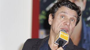 """Marc Lavoine présente son livre """"L'homme qui ment"""", le 12 février 2015 à Paris. (CITIZENSIDE / BERNARD MÉNIGAULT / AFP)"""