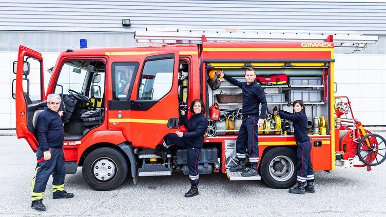 Pulls de la marque 1083 réalisés à partir de pulls de pompiers recyclés  (Courtesy of 1083)