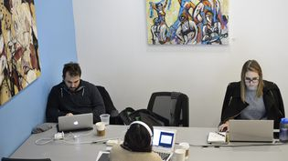 Un espace de coworking. Photo d'illustration.  (BRENDAN SMIALOWSKI / AFP)