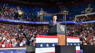 Le président américain, Donald Trump, lors de son premier meeting de campagne en trois mois, le 20 juin 2020 à Tulsa, dans l'Etat de l'Oklahoma (Etats-Unis). (NICHOLAS KAMM / AFP)