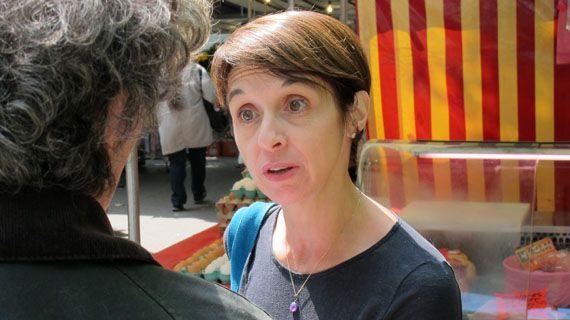 Véronique Bover Sayous, candidate pirate dans la 2e circonscription de Paris, le 23 mai 2012 à Paris. (THOMAS BAIETTO / FTVI)