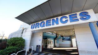 L'entrée des urgences du CHU de Grenoble (2014). (JEAN-PIERRE CLATOT / AFP)