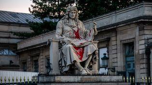 La statue de Colbert, devant l'Assemblée nationale à Paris, vandalisée mardi 23 juin 2020. (CHRISTOPHE PETIT TESSON / MAXPPP)