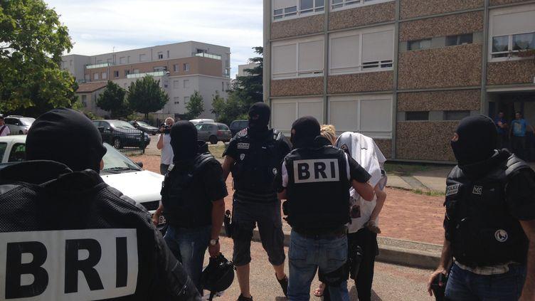 Une femme a été interpellée au domicile deYassine Salhi, suspect de l'attentat deSaint-Quentin Fallavier (Isère), le 26 juin 2015. (BENOIT GADREY / FRANCE 2)