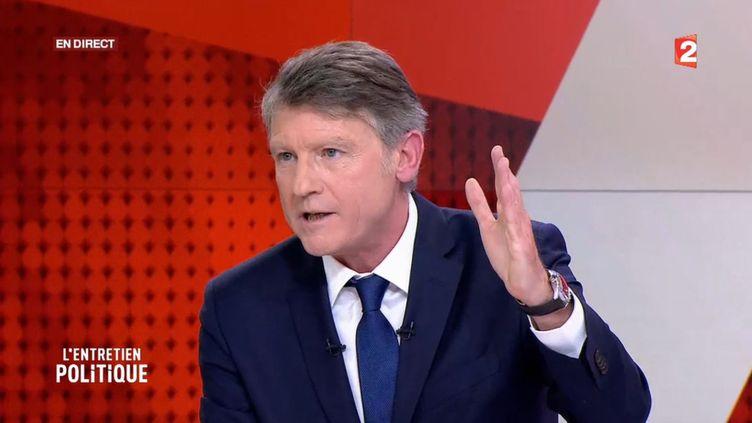"""Vincent Peillon, candidat à la primaire de la gauche, le 3 janvier 2017 sur le plateau de """"L'Entretien politique"""" sur France 2. (FRANCE 2)"""