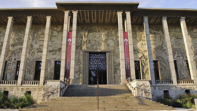 Le Palais de la Porte Dorée qui abritera le musée de l'histoire de l'immigration, à Paris, le 10 octobre 2013. (YVES TALENSAC / PHOTONONSTOP / AFP)