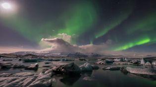 Capture d'écran d'une aurore boréale en Islande, filmée par le photographe Elia Locardi. (FSTOPPERS FANS / YOUTUBE)