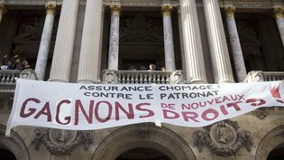 Les intermittents du spectacle ont déployé une banderole à l'Opéra Garnier (20 mars 2014)  (Lionel Bonaventure / AFP)