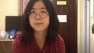 Une capture d'écran d'une vidéo non datée de la journaliste citoyenne et avocate Zhang Zhan. (HANDOUT / YOUTUBE / AFP)