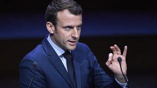 Emmanuel Macron le 22 mars, devant le congrès de l'association des maires de France. (BERTRAND GUAY / AFP)