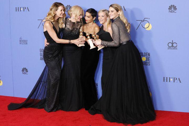 Laura Dern, Nicole Kidman, Reese Witherspoon, Shailene Woodley, Zoë Kravitz reçoivent le Golden Globe pourMeilleure mini-série pour Big Little Liesle 7 janvier 2018. (ACTION PRESS)