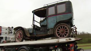 Automobile : une rare Rochet-Schneider de 1905 rejoint le musée de Reims (France 3)