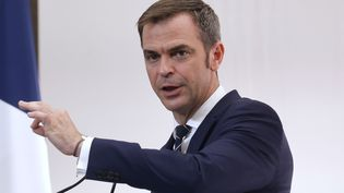 Le ministre de la Santé, Olivier Véran, en conférence de presse, jeudi 15 octobre 2020. (LUDOVIC MARIN / AFP)
