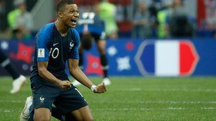 La joie de l'attaquant Kylian MBappé après la victoire des Bleus en finale de la Coupe du monde contre la Croatie, dimanche 15 juillet 2018. (ODD ANDERSEN / AFP)