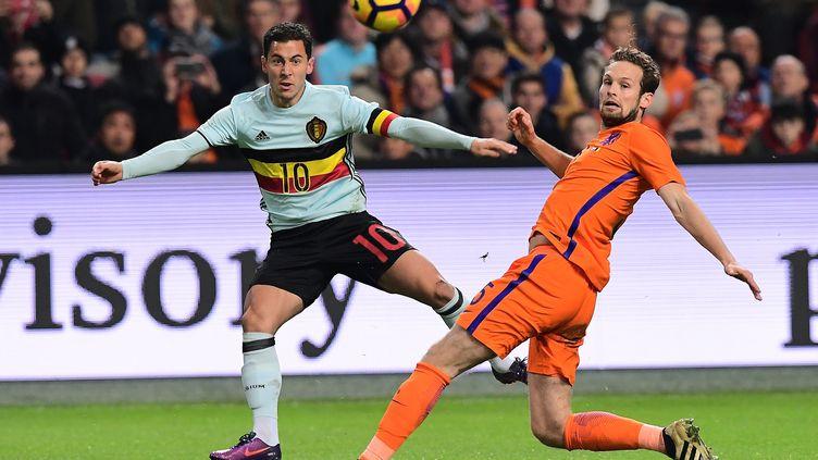 Hazard parvient à centrer malgré l'opposition de Blind  (EMMANUEL DUNAND / AFP)