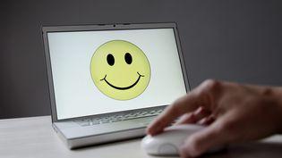 Un smiley sur un écran d'ordinateur. (ULLSTEIN BILD / ULLSTEIN BILD)