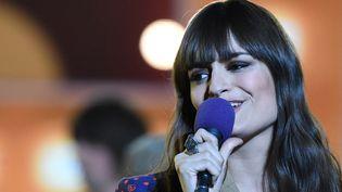 La chanteuse Clara Luciani sur la scène des Victoires de la Musique, à Boulogne-Billancourt (Hauts-de-Seine) le 14 février 2020 (ALAIN JOCARD / AFP)