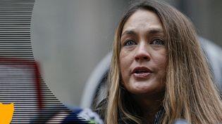 Dominique Huett, l'une des femmes accusant Harvey Weinstein d'agression sexuelle, lors d'une conférence de presse avec plusieurs femmes accusant le producteur de violences sexuelles, le 6 janvier 2020 à New York (Etats-Unis). (KENA BETANCUR / GETTY IMAGES NORTH AMERICA / AFP)