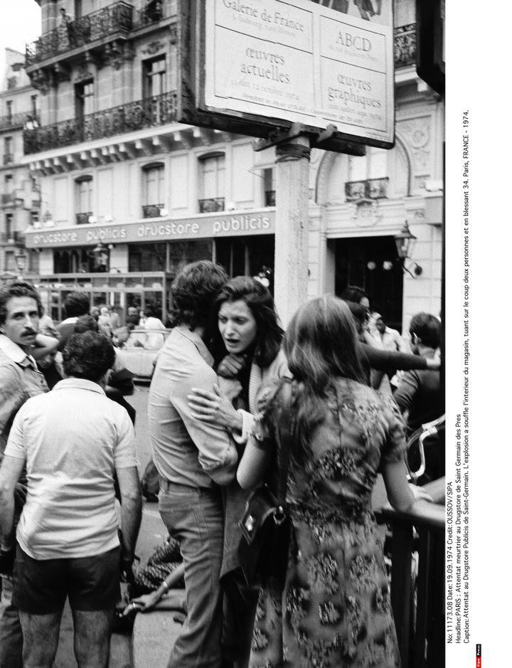 Devant leDrugstore Publicis de Saint-Germain, à Paris, après l'attentat du 15 septembre 1974. (OUSSOV / SIPA)