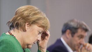 La chancelière allemande Angela Merkel, lors de sa conférence de presse concernant les nouvelles mesures restrictives, le 23 mars 2021 à Berlin (Allemagne). (MICHAEL KAPPELER / DPA/POOL / AFP)