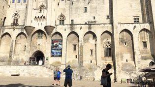 Le Palais des Papes pendant le festival d'Avignon 2019. (STÉPHANE MILHOMME / RADIOFRANCE)