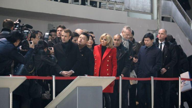 Le président français EmmanuelMacrona atterri lundi à 8h30, heure locale,à Xian, en Chine. (LUDOVIC MARIN / AFP)