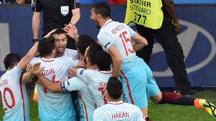 Mal partis dans cet Euro, les Turcs vont-ils se qualifier ? (PHILIPPE HUGUEN / AFP)