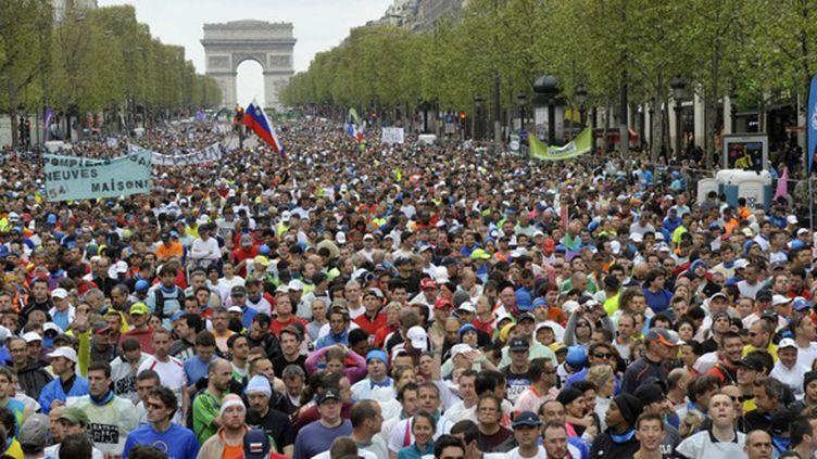 Les concurrents du marathon de Paris 2012 au départ