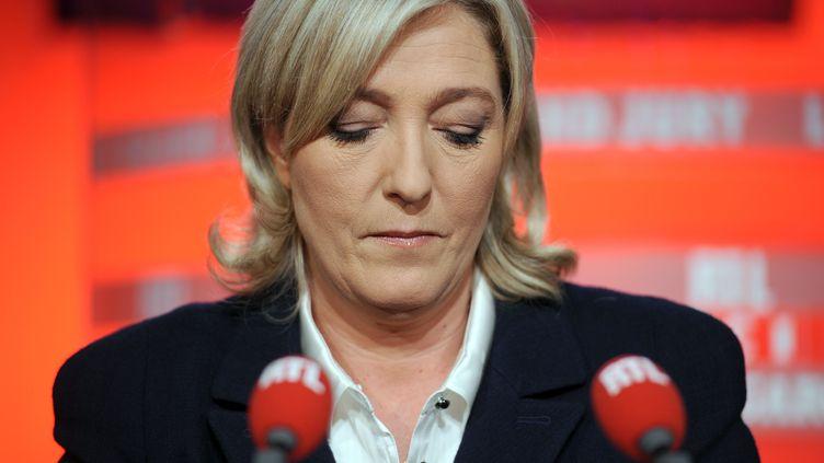 Marine Le Pen sur le plateau de RTL, à Paris, le 19 décembre 2010. (FRED DUFOUR / AFP)
