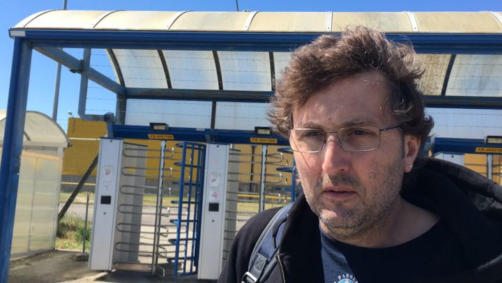 Thierry Jeans, délégué syndical à l'usine Ford de Blanquefort (Gironde), exprimeson soutien à Philippe Poutou, le 20 avril 2017. (CAMILLE ADAOUST / FRANCEINFO)