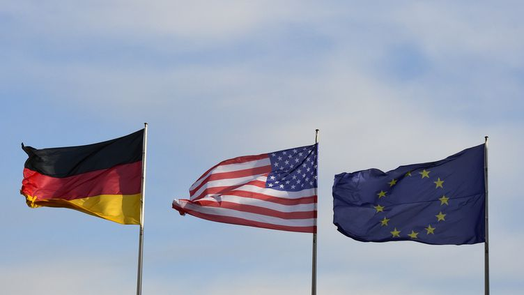 Les nouveaux droits de douane américaine sur l'Union européenne, autorisés par l'OMC, sont entrés en vigueur le 18 octobre 2019. (TOBIAS SCHWARZ / AFP)