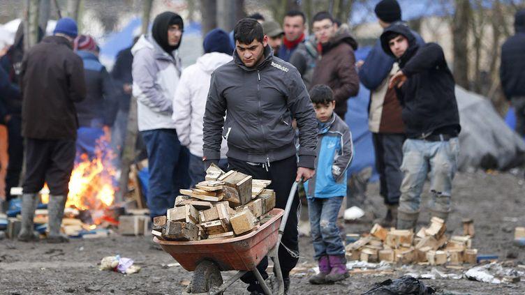 """(Ici, la """"jungle"""" de Grande-Synthe, à côté de Calais, début février, où s'entassent les migrants dans des conditions indignes © Reuters)"""