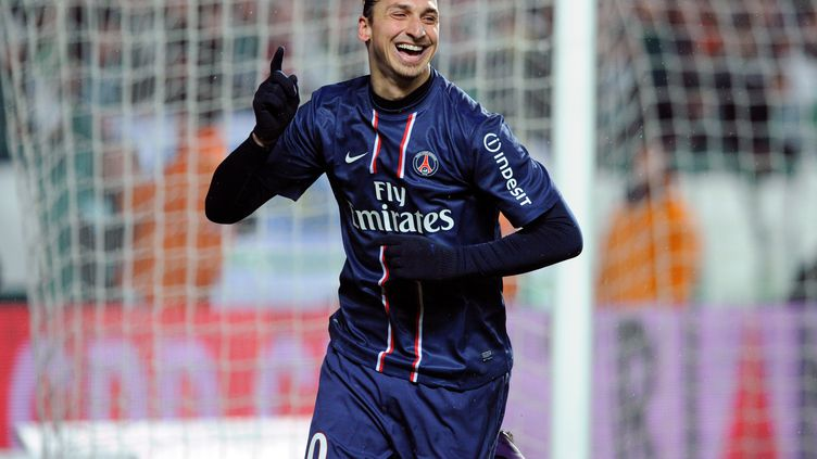 Le joueur du Paris Saint-Germain Zlatan Ibrahimovic, le 17 mars 2013 lors du match contre l'ASSS au stade Geoffroy Guichard de Saint-Etienne (Loire). (PHILIPPE MERLE / AFP)