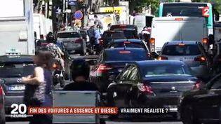 """Le ministre de la transition écologique a présenté ce jeudi 6 juillet son """"plan climat"""", qui prévoit notamment """"la fin de la vente des voitures à essence et diesel d'ici à 2040. Est-ce réaliste? (FRANCE 2)"""